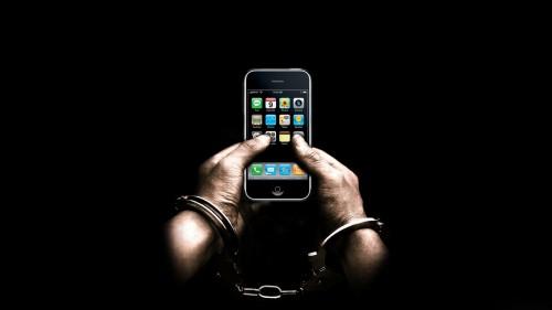 iPhone_Fetters_funny_desktop_wallpaper.jpg